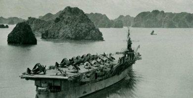 Foto de un portaviones en la Guerra de Indochina
