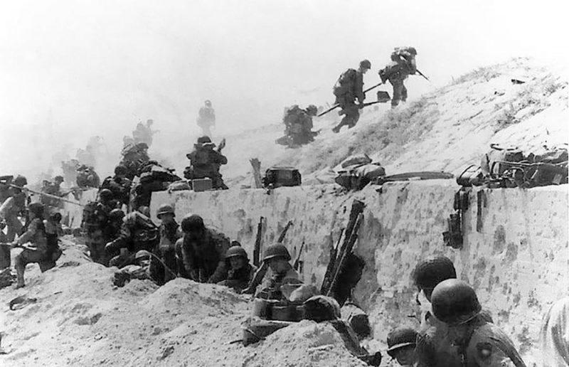 Foto de tropas americanas en la playa de Utah