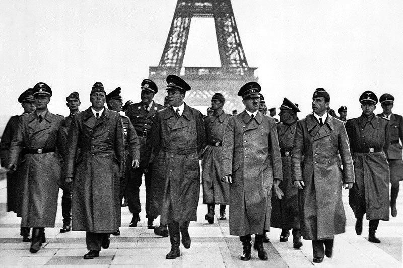 Hitler visitando París