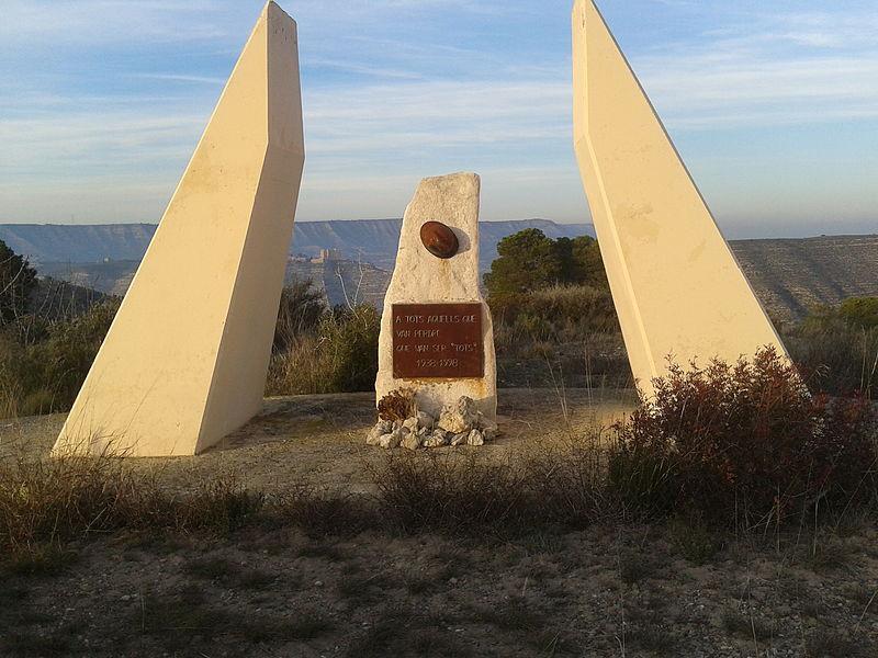 Monumento a los caídos en la Batalla del Ebro (Mequinenza)