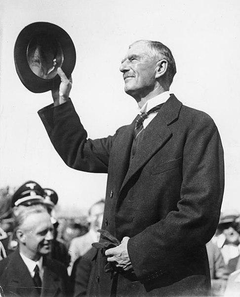 Neville Chamberlain, Primer Ministro inglés