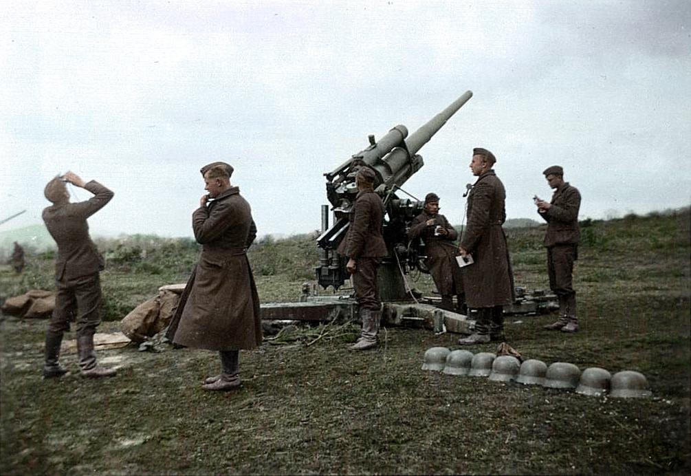 Artillería franquista de la Legión Cóndor en la batalla del Ebro. Guerra Civil Española
