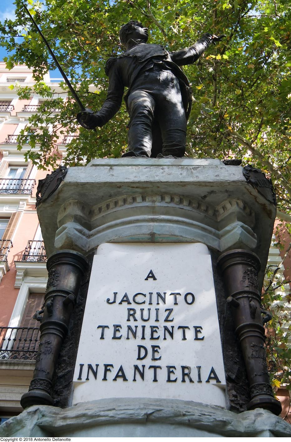 Monumento en honor a Jacinto Ruiz Mendoza en la plaza del Rey, Madrid