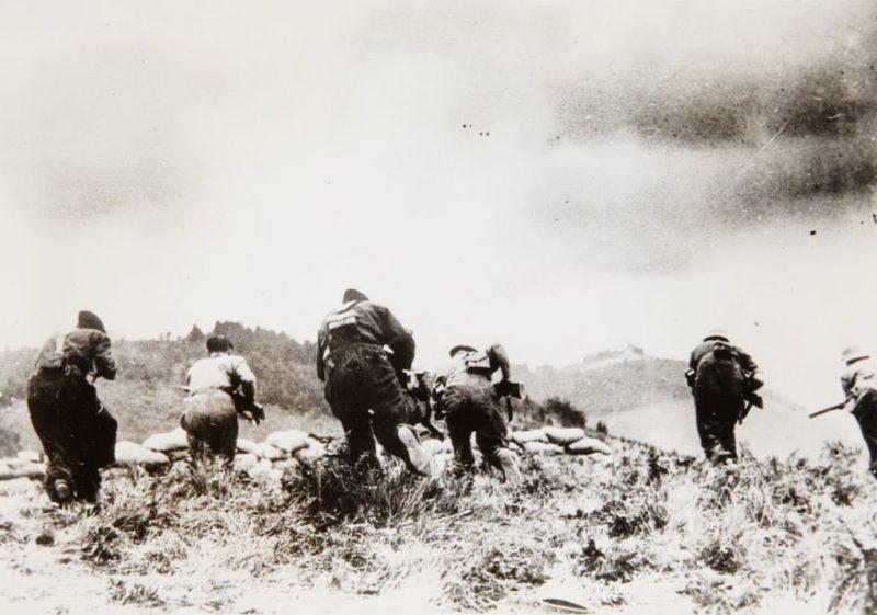 Imagen de un coontrataque republicano durante la batalla de Irún