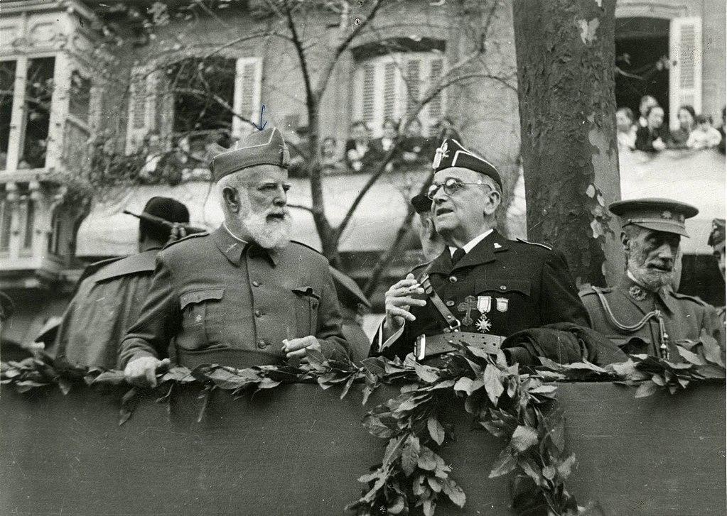 General Cabanellas en un desfile militar