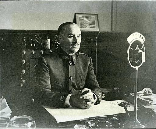 Fotografía de Queipo de Llano en la radio de Sevilla
