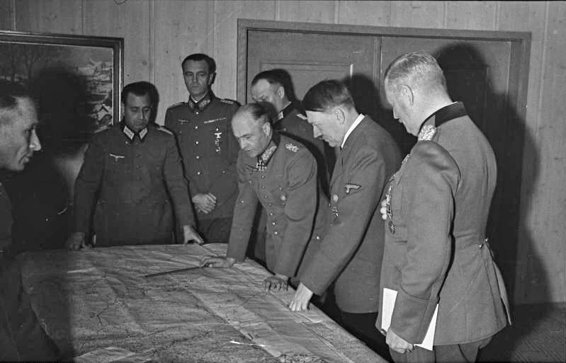 Imagen de Hitler y sus oficiales