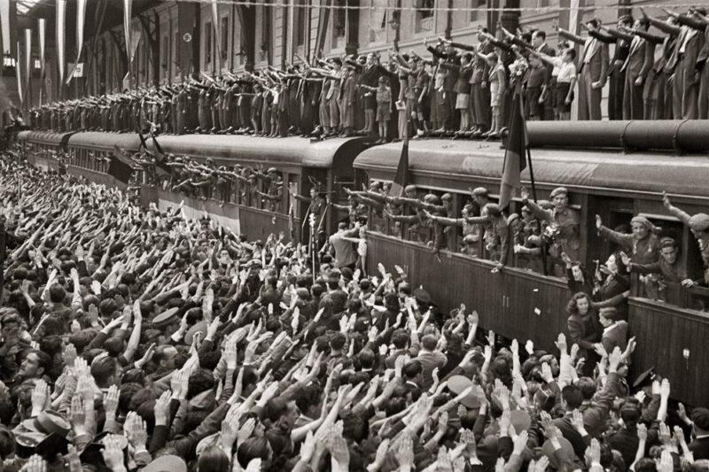 Despidiendo a la División Azul en Madrid, 1941