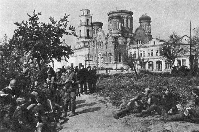 Soldados rusos en Orel en la Operación Kutuzov