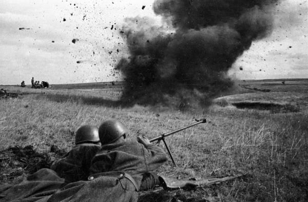 Soldados rusos luchando en Kursk
