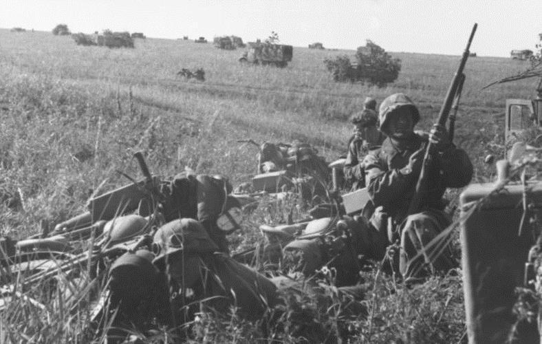 Tropas motorizadas alemanas en Kursk