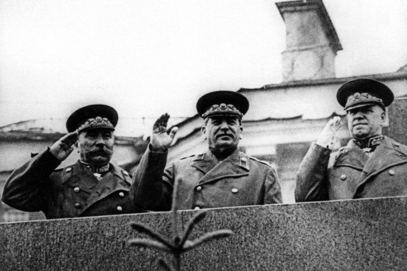 Imagen de Budyonnt, Stalin y Zhukov en 1945